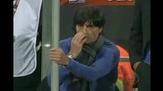 Льов си яде сополите по време на мача с Англия