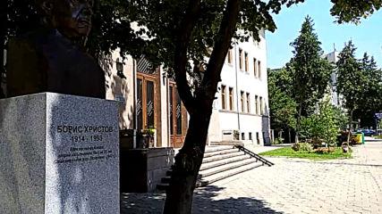 Паметникът на Борис Христов в Пазарджик