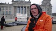 Germany: Anti-CETA activists battle 'free-trade monster' outside Bundestag