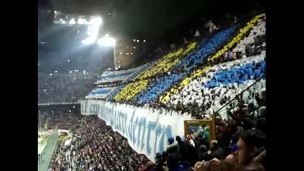 Феновете на Интер пеят химна на Интер - Pazza Inter