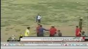 Побеснял футболист млати нахълтали на терена фенове