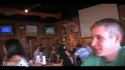 Пич получава целувки от мацки за изпита чаша бира на Две глътки...