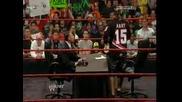 Bret Hart и Vince Mcmahon подписват договора си [ Raw 15.03.10]