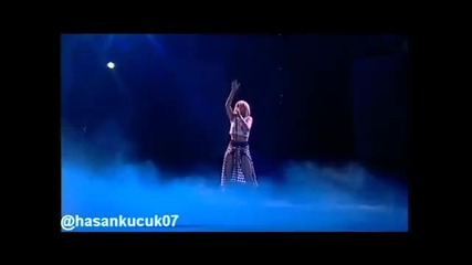 Rihanna - California King Bed Live @ The Jingle Bell Ball