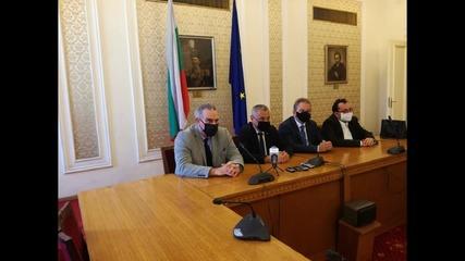 Симеонов: Без маски за изказващите се от трибуната и председателстващите заседанието