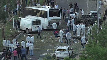 Турция: Поне трима загинали и 45 ранени при взрив на кола-бомба в Диарбекир