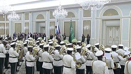 Saudi Arabia: Putin greets King Salman in Riyadh