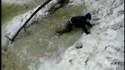 Жена със сноуборд, замалко да замръзне