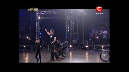 Невероятни акробатични изпълнения върху мотор в Украйна търси талант