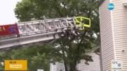 Хора бяха блокирани в домовете си, махнали стълбището заради ремонт