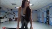 Красиво Момиче Тренира - 1