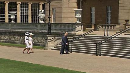 Кралицата поздравява Тръмп при пристигането му