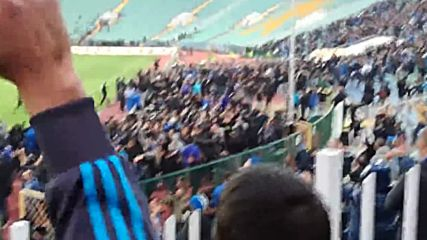 Фенове на Левски нахлуват на стадиона