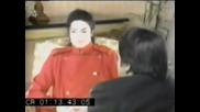 Michael Jackson не може да спре да се смее по време на интервю
