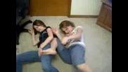 2 Ненормални Момичета! +16