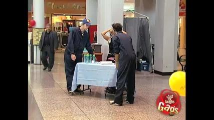 Космати подмишници в мола - Скрита камера