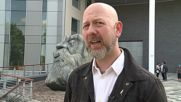 UK: Engels climbing statue unveiled in Salford