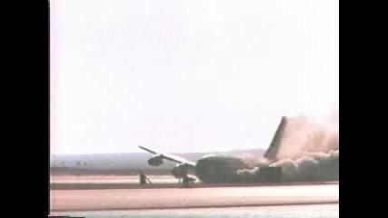 Боинг 707 Се Разбива