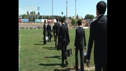 Валенсия учи китайчета на футбол