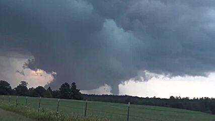 USA: Tornado hits central Minnesota
