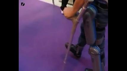 Екзоскелет помага на човек, който 20 години е бил в инвалидна количка, отново да ходи