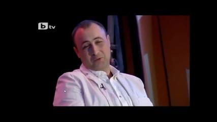 Комиците лудата сервитьорка на интервю