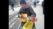 Клошар свири на китара (смях)
