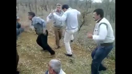 Пияни дядки с луд танц