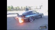 Mazda Rx7 Реве жестоко и Хвърля Огън От Ауспуха :)