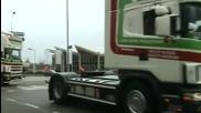 Шествие на камиони с тромби