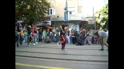 Flash Dance - Най-масовият Dance Flash Mob в София 2011