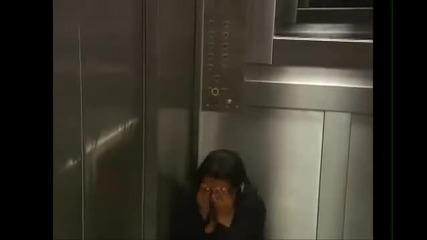 Да заседнеш в асансьор с... мъртвец! * Скрита камера! *