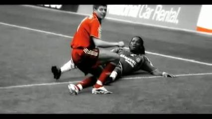 Steven Gerrard vzema topkata na drogba