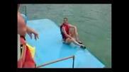 Делфин Напъва Човек