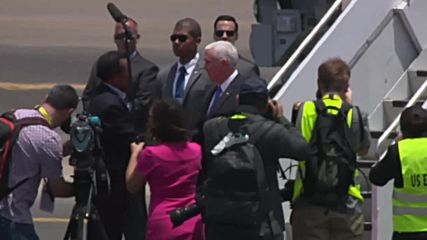 Papua New Guinea: VP Pence greeted on the tarmac at Port Moresby
