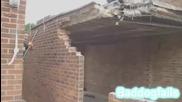Тъп американец руши стена неправилно :)
