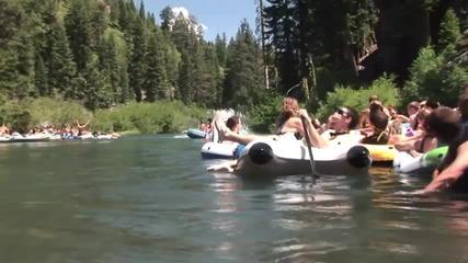 Скок в реката от 60 метра с тройно задно салто