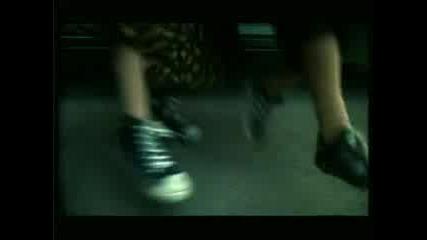 Реклама - Сникърс Шантавите Баби Танцуват