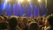 Солистът на група Foo Fighters не издържа и изгони фен от концерта