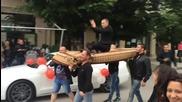 Абитуриент от Враца на бал с летящо килимче.