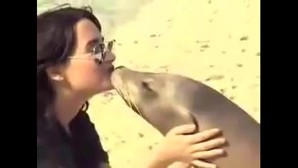 Demi Lovato Visits Atlantis