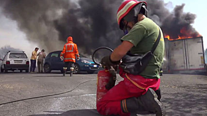 Italy: Helicopters and planes swing into action as wildfires engulf Sicily