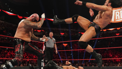 Drew McIntyre vs. Luke Gallows & Karl Anderson – 2-on-1 Handicap Match: Raw, Jan. 27, 2020