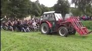 Хора срещу трактор - дърпане на въже !