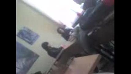 Ученик избухва по време на час ! [смях]