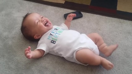 Бебе танцува на песента Turn Down for What на Dj Snake, Lil Jon