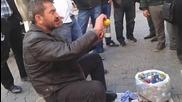 Лимонов сок направо от самия плод