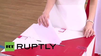 Poland: Only female presidential candidate Magdalena Ogorek casts vote