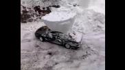 Ето как в Русия чистят автомобилите си от сняг