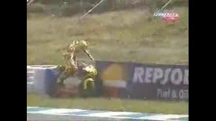 Моториста Валентино Роси Пикае По Време На Састезание